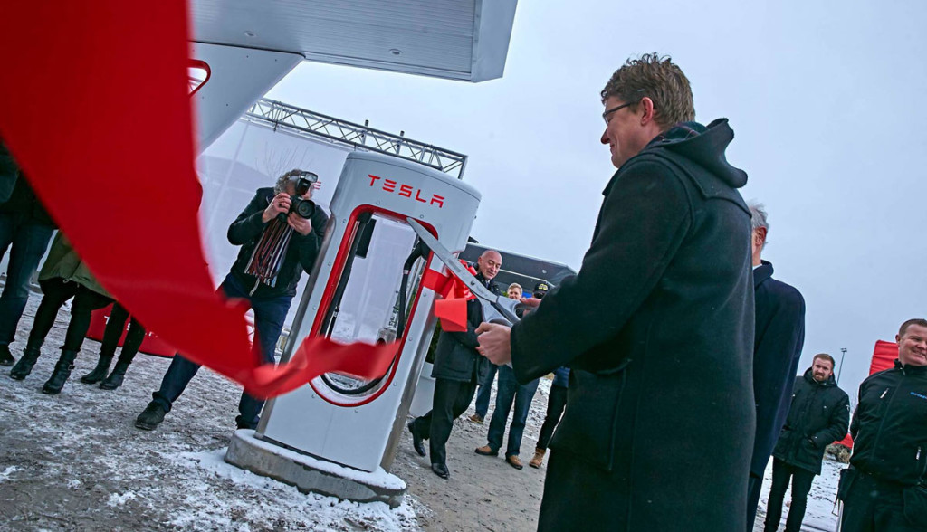 Tesla-Supercharger-Solar-3