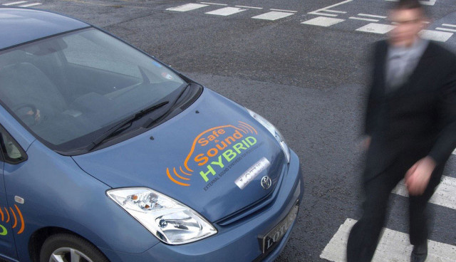 elektroauto-warnton-blind