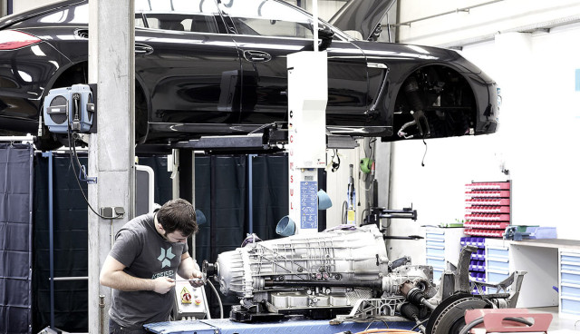 Kreisel-Porsche-Panamera-Elektroauto