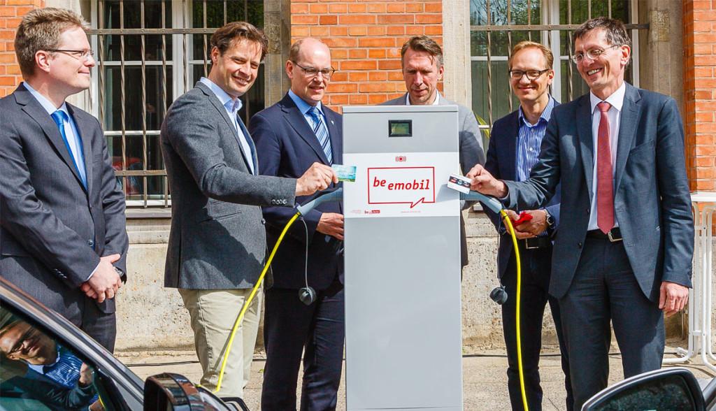 Berliner-Modell-Elektroauto-Ladesaeulen