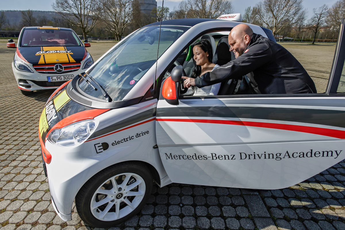 Daimler-Elektroauto-Fahrschule-Academy