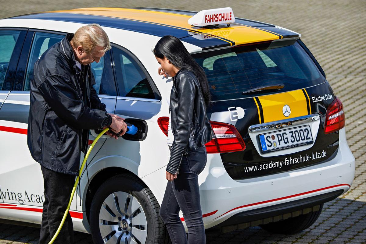 Daimler-Elektroauto-Fahrschule-Academy4