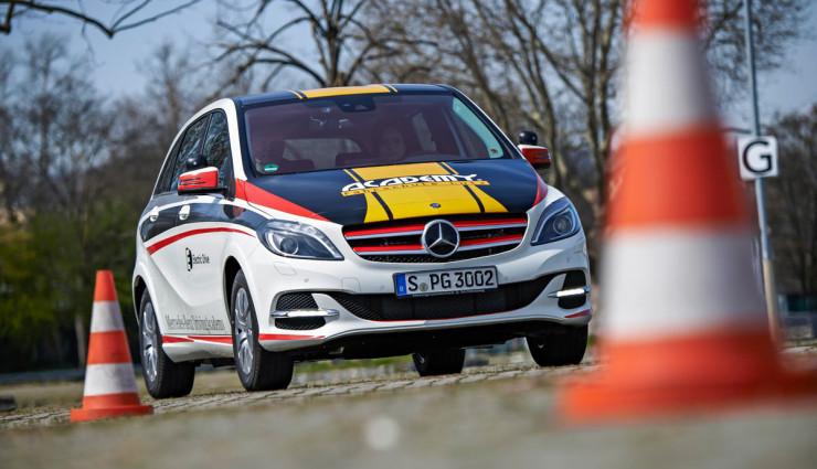 Daimler-Elektroauto-Fahrschule-Academy5