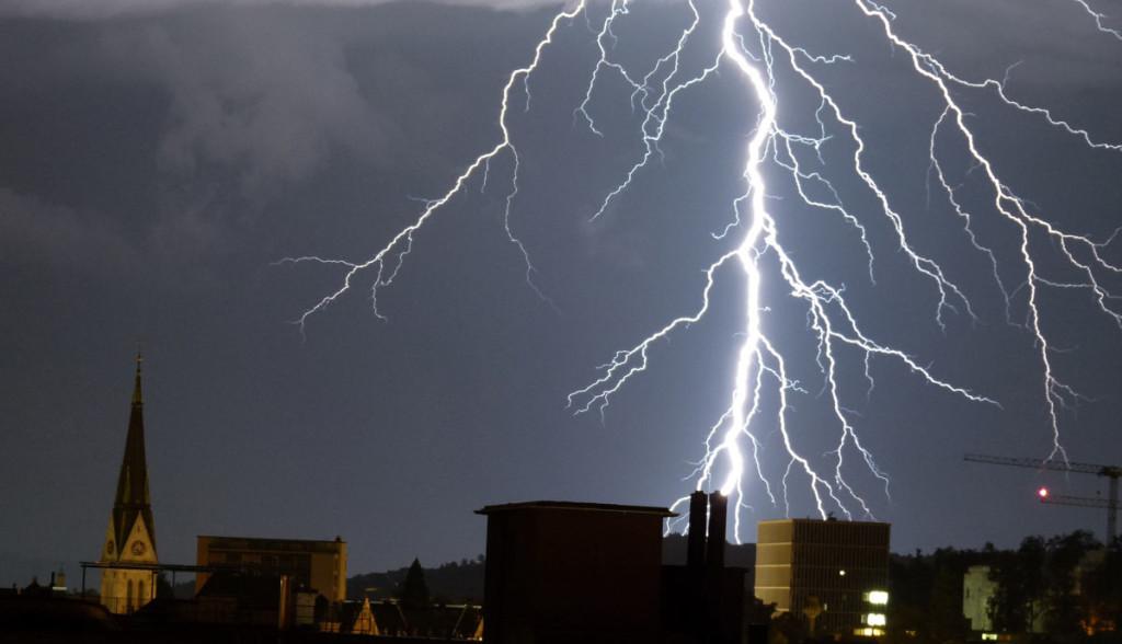 Elektroauto-Blitzeinschlag