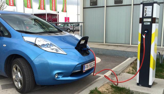 Kreisel-Electric-stellt-22-kW-On-Board-Ladegeraet-Nissan-LEAF-1