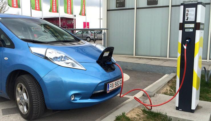 Kreisel Electric stellt 22 kW On-Board-Ladegerät für Nissan LEAF & e-NV200 vor