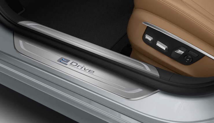 BMW-740e-Plug-in-Hybrid-2016-7