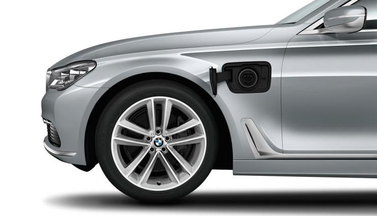 BMW-740e-Plug-in-Hybrid-2016-8
