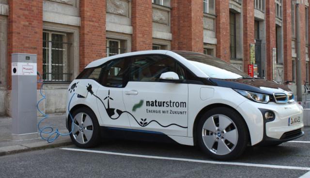 Berlin-Elektroauto-laden-oekostrom