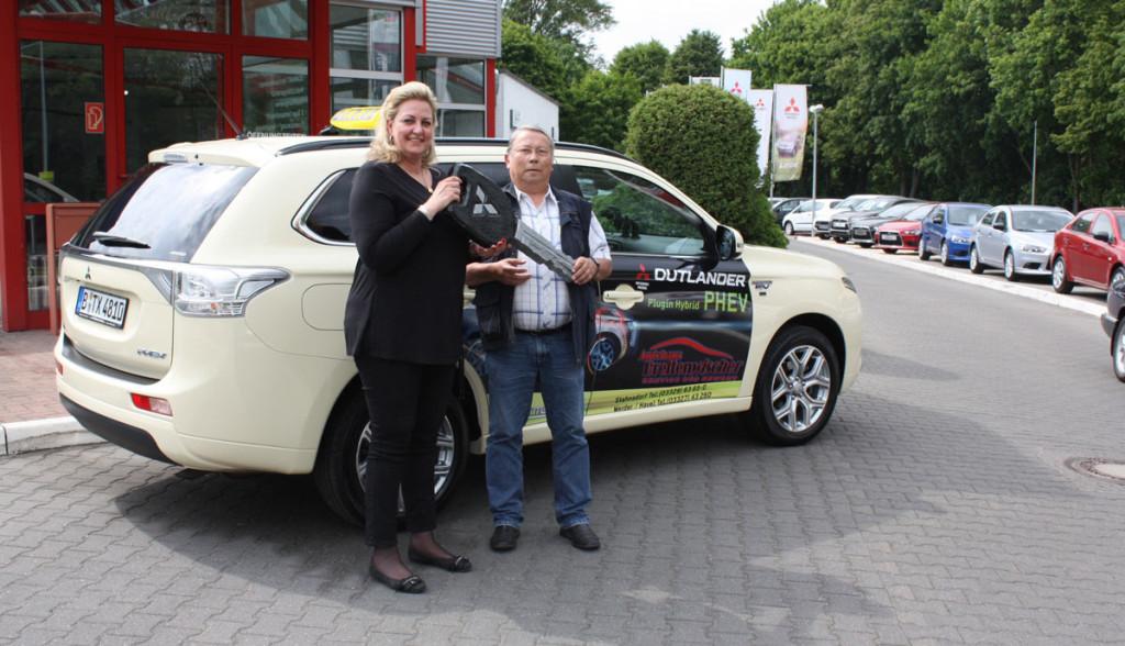 Mitsubishi-Plug-in-Hybrid-Outlander-Taxi-