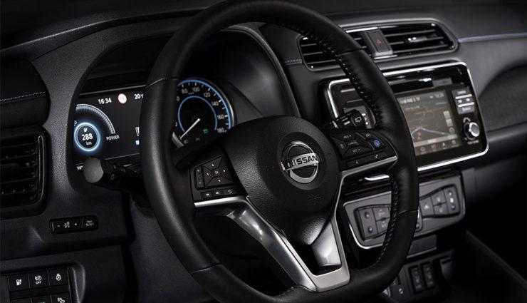 Nissan-LEAF-ZE1-2017-10