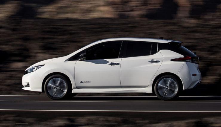 Nissan-LEAF-ZE1-2017-16