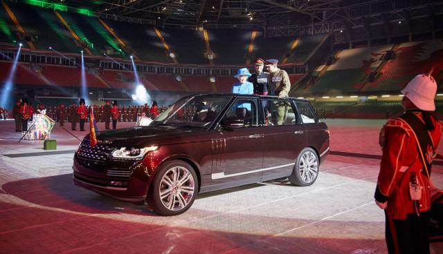 queen-Elisabeth-hybrid-range-rover