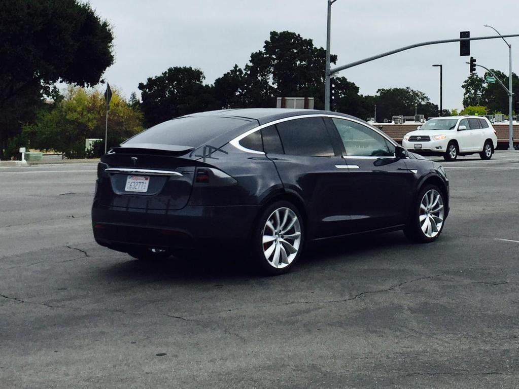Tesla-Model-X-15