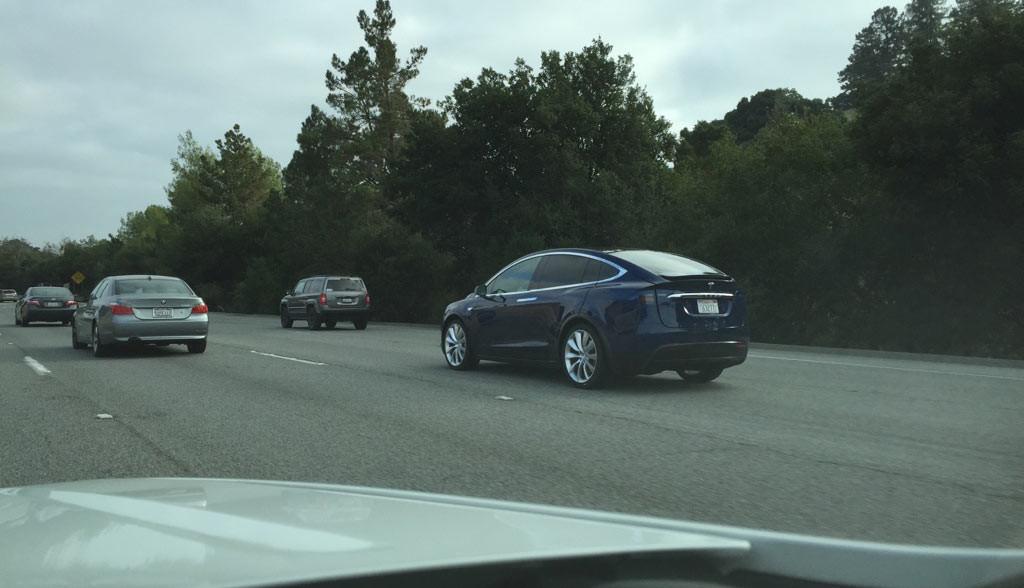 Tesla-Model-X-17