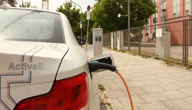 elektroauto-ladestation-parkverbot