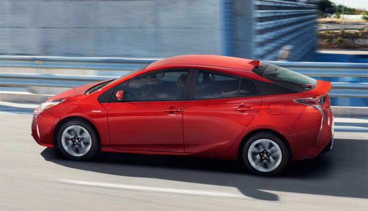 Toyota-Prius-2016—10