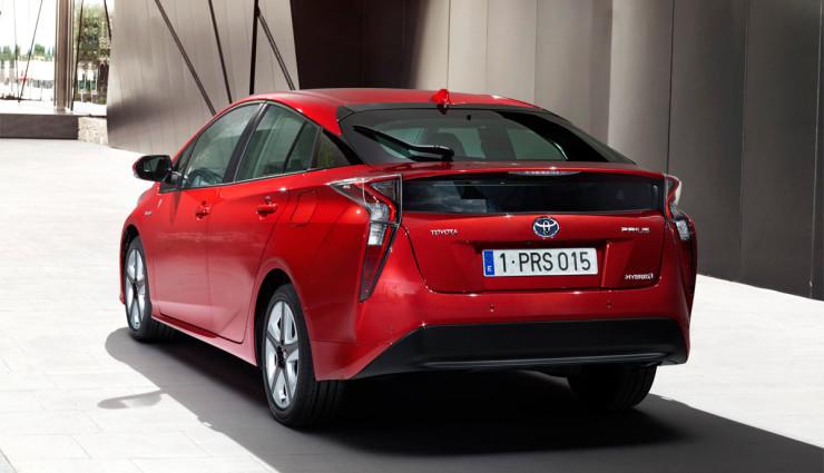 Toyota-Prius-2016—12