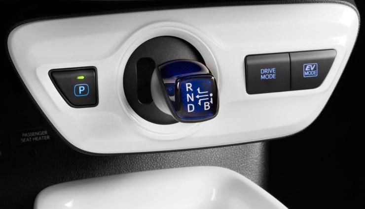 Toyota-Prius-2016—3