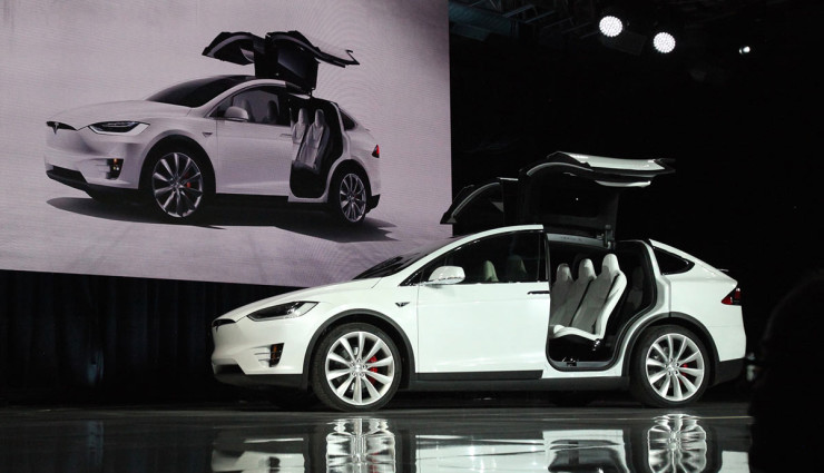 tesla model x kostet mindestens euro us preis. Black Bedroom Furniture Sets. Home Design Ideas