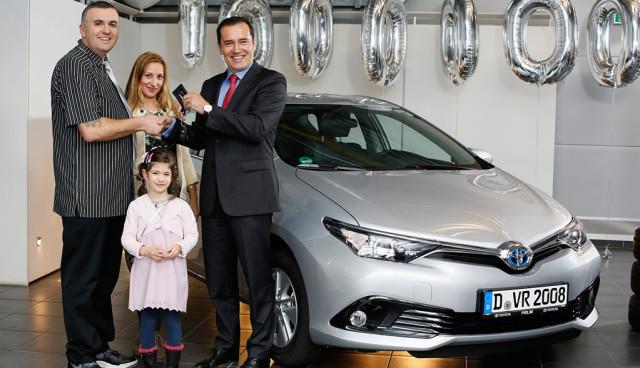 Toyota-liefert-Ein-Millionstes-Hybridauto-in-Europa-aus