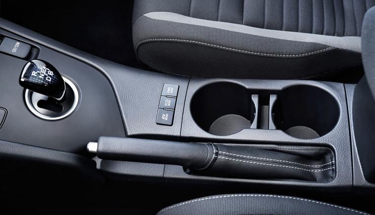 Toyota-Auris-Hybrid-201510