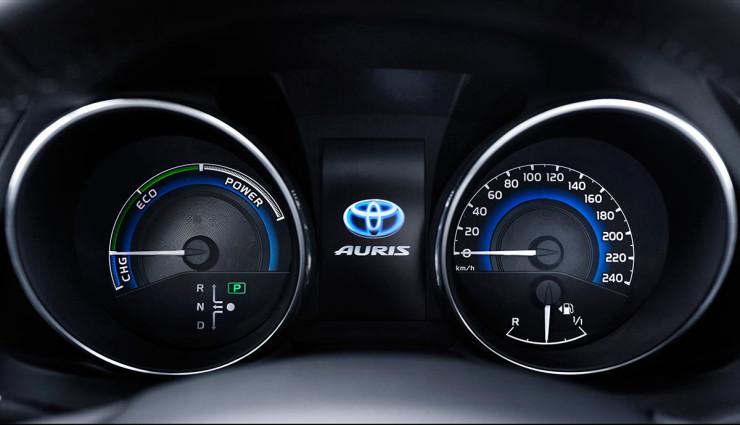 Toyota-Auris-Hybrid-201511