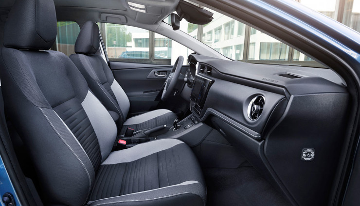 Toyota-Auris-Hybrid-201512
