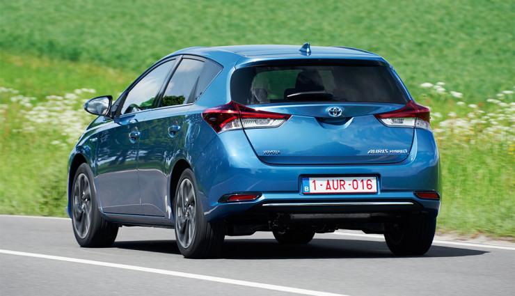 Toyota-Auris-Hybrid-20152