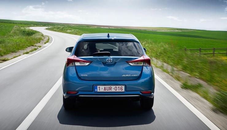 Toyota-Auris-Hybrid-20156