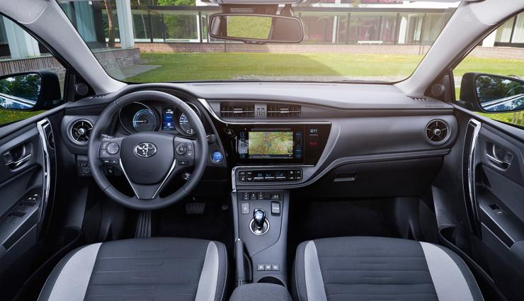 Toyota-Auris-Hybrid-20159