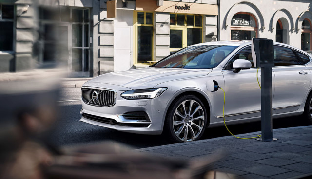 Volvo-S90-T8-Plug-in-Hybrid-2015