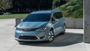 2017-Chrysler-Pacifica-plug-in-hybrid-EV12