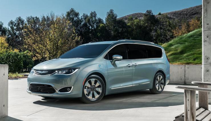 2017-Chrysler-Pacifica-plug-in-hybrid-EV15