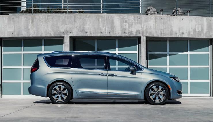 2017-Chrysler-Pacifica-plug-in-hybrid-EV9
