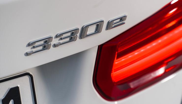 BMW-330e-Plug-in-Hybrid16