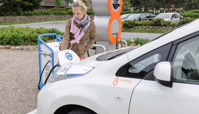 Elektroauto-Ladesaeulen–'Foerderunsinn'-SLAM-im-Storify