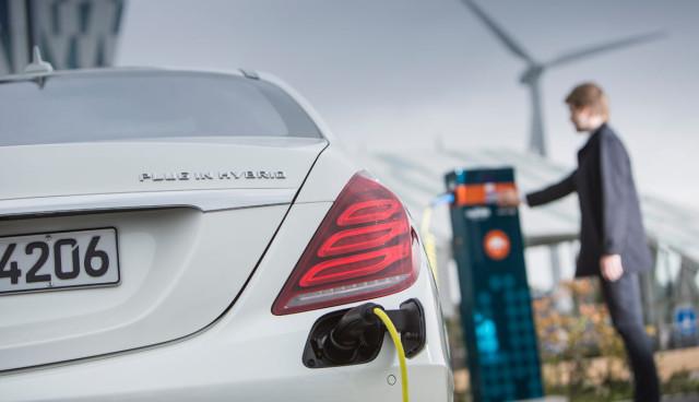 Mercedes Plug-in-Hybridauto Elektro-Reichweite