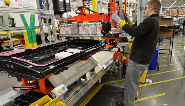 Nissan-LEAF-Elektroauto-Batterie-Produktion12