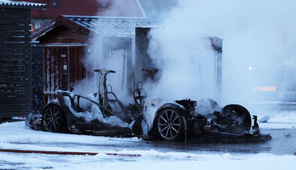 Tesla-Model-S-Brand-Feuer-Supercharger-Norwegen