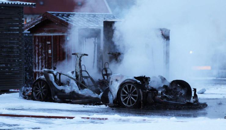 Tesla Model S fängt beim Aufladen in Norwegen Feuer