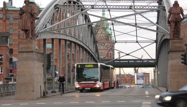 Autogipfel-Hamburg-sperrt-Umweltverbaende-aus