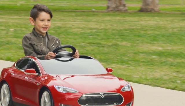 Radio-Flyer-Tesla-Model-S-Elektrauto-Spielzeug
