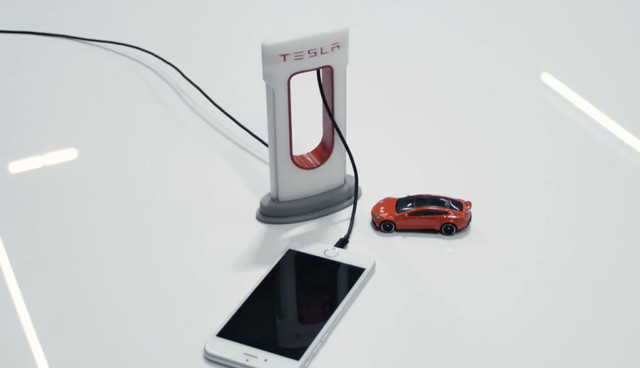 Tesla-Supercharger-Handy-Ladegeraet