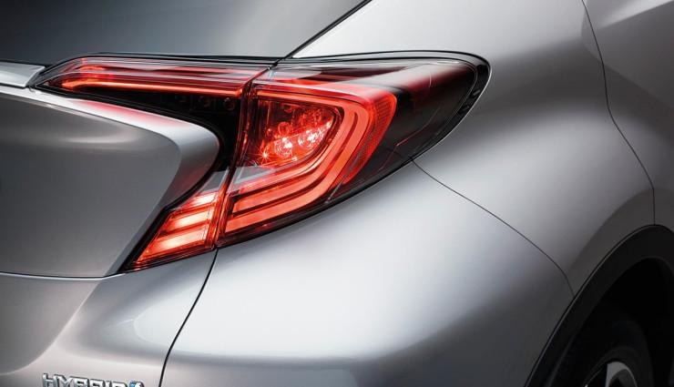 Toyota-zeigt-hybriden-Crossover-SUV-C-HR—4