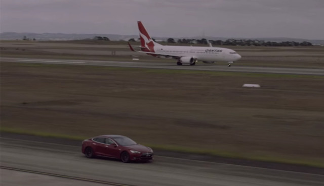 Tesla-Model-S-Boing-737-Drag-Race