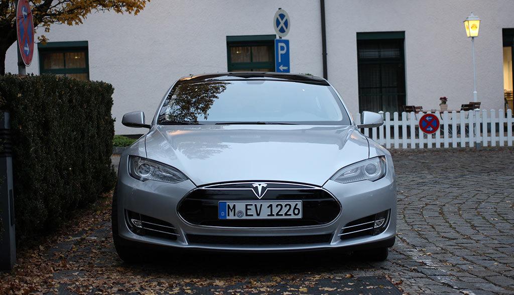 Tesla-Model-S-Firmenauto