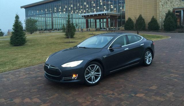 Tesla-Model-S-Siri