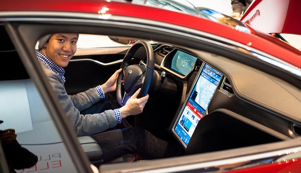 Tesla-Freundschaftswerbung