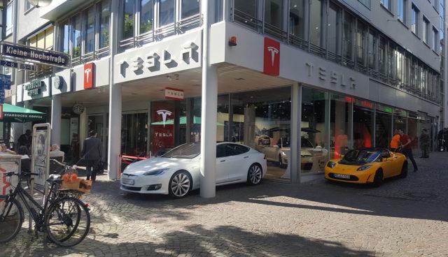 Tesla-Store-Frankfurt-Fressgass
